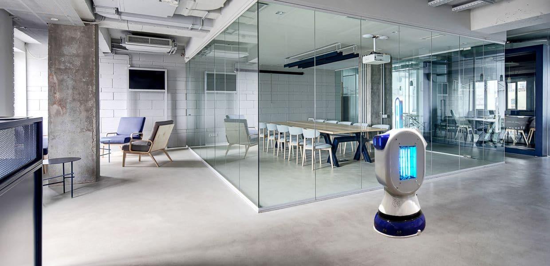 Robot luz ultravioleta UVC