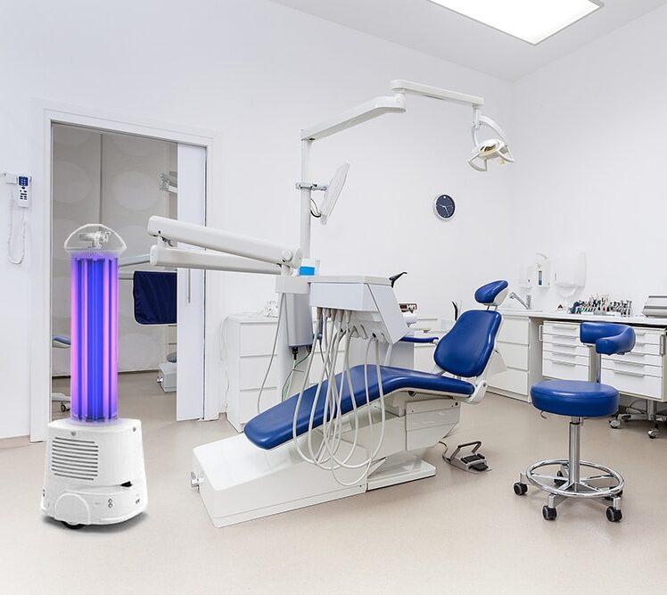 Robot luz ultravioleta UV-C en clínica